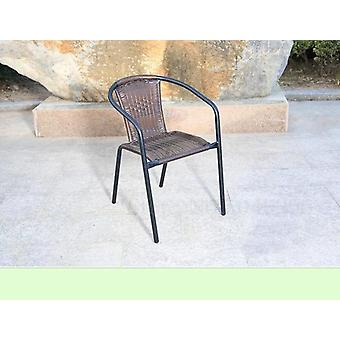 Belle table basse et chaise en plein air