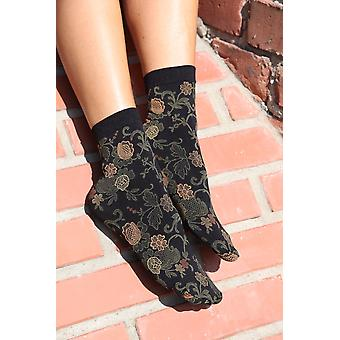 Daisy Socks With Green Flowers