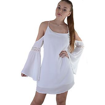 Lovemystyle Cold Shoulder vit klänning med underlag - prov