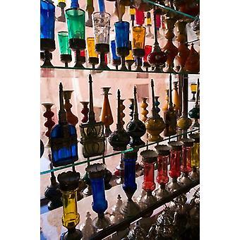 Marokkanische Glaswaren Display Ouarzazate südlich des hohen Atlas-Marokko-Plakat-Druck von Walter Bibikow