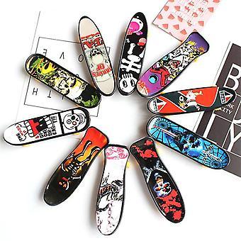 Plastic Mini Skate Finger, Skateboarding Fingerboard, Novelty Gag