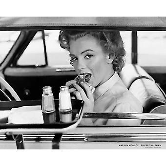 Marilyn Monroe auf der Drive-in-1952 Poster Print von Philippe Halsman (30 x 24)