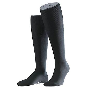 בשדה התעופה falke הברך גרביים גבוהות-שחור