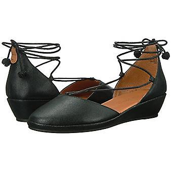 Gentle Souls Womens Nerissa Leather Closed Toe Casual Platform Sandals