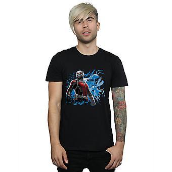 Ant 男立っている t シャツを驚嘆します。
