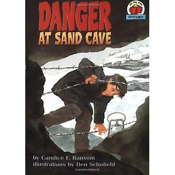 Danger at Sand Cave by Candice F Ransom - Den Schofield - 97815750545