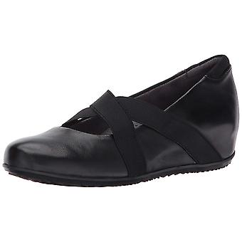 SoftWalk Womens Waverly Leather Closed Toe Clogs