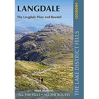 Walking the Lake District Fells - Langdale - The Langdale Pikes and Bo