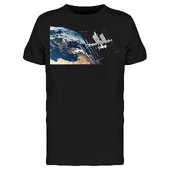 地球のティーメン&アポスを周回する宇宙ステーション -シャッターストックによる画像