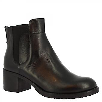 Leonardo Shoes Women's handmade round toe squared heels ankle boots in black calf leather
