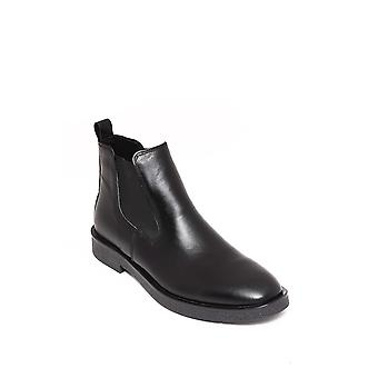 Black leather chelsea boots | wessi