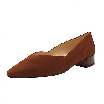 Peter Kaiser Shade-a Chic Low Heel Court Schuhe In Sable Wildleder