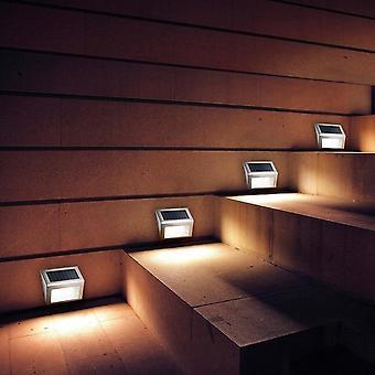 Lampa solarna LED z inteligentnym czujnikiem oświetlenia