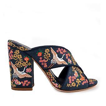 Láska pantofle v vyšívané tkaniny denim