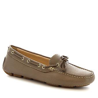 Mocassins bateau slip-on à la main de Leonardo chaussures femme en cuir de veau gris