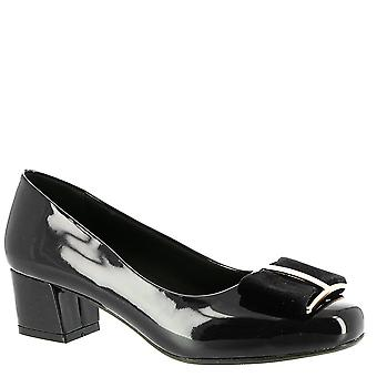 Beacon Womens Harriet Closed Toe Classic Pumps