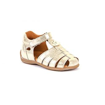 FRODDO stängd tå i sandal i guld
