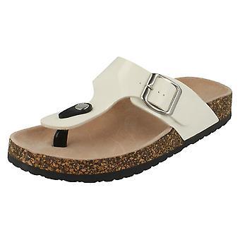 Lugar das mulheres na fivela ajustável Toepost sandálias