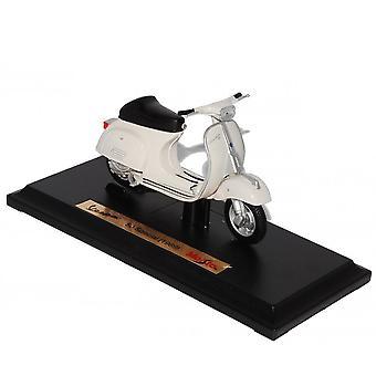 Maisto-malli skootterin 1:18 Vespa 50 Special (1969) valkoinen