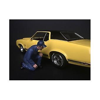Mechaniker Juan mit Lug Wrench Figur für 1/18 Skala Modelle von American Diorama