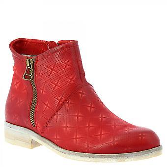 النساء & أبوس؛ s أحذية الكاحل عارضة المصنوعة يدويا في جلد العجل الأحمر مع الرمز البريدي الجانب