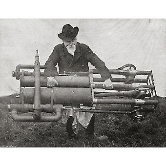 Hiram Maxim pitää jotakin hänen lentävän koneen moottorit painavat 300Lb, yksi kevyin moottorit sen aikaa Sir Hiram Stevens Maxim 1840 PosterPrint