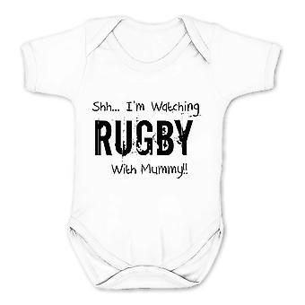 Falha de realidade shh eu estou assistindo rugby com múmia crianças babygrow