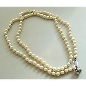 Pearl Necklace with gold lock and diamonds