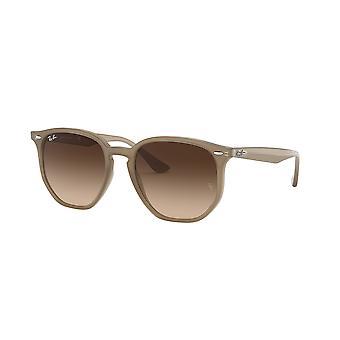 راي بان RB4306 616613 أوبال بيج / براون التدرج النظارات الشمسية البني الداكن