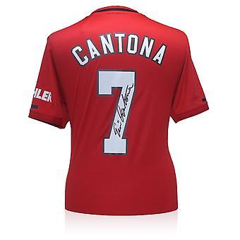 Eric Cantona ha firmato la maglia del Manchester United 2019-20