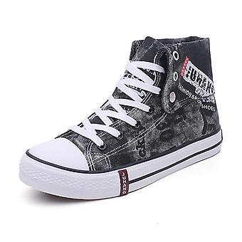 Breathable Men Fashion High-quality Casual Canvas Shoe.