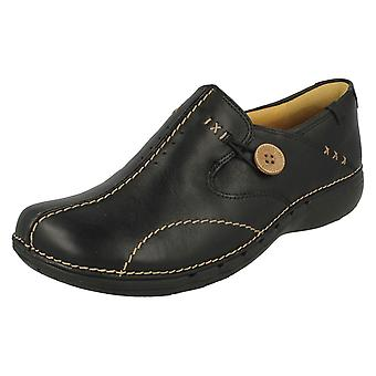 נשים Clarks האו ם מובנה להחליק על נעליים Un לולאה