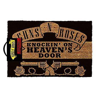 Guns N Roses llamando a la alfombra de la puerta de Heavens