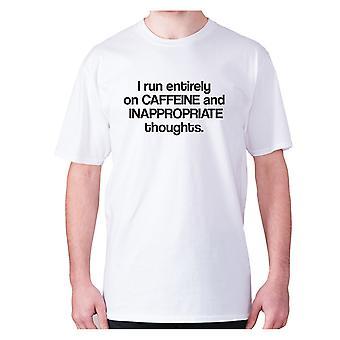 Mens Funny t-paita isku lause tee uutuus huumoria hilpeä-juon täysin kofeiinia ja sopimattomia ajatuksia