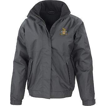 Military Provost Guard - Chaqueta impermeable bordada por el ejército británico con licencia con fleece interior