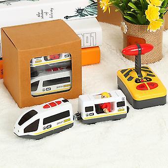 リモコンRC電車のおもちゃは、子供のための存在木製の鉄道トラックに接続された子供のスロットカーを設定します