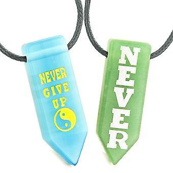 決して護符を与えるカップル陰陽緑水晶ブルー模擬猫目矢印ネックレス