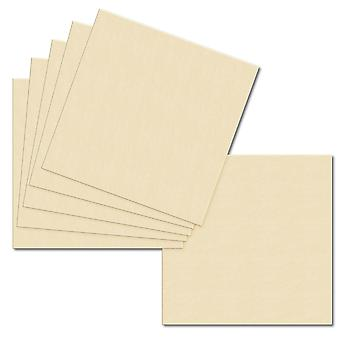 Vaaleaa kermaa. 153mm x 153mm. 6 Tuuman Neliö. 240gsm korttiarkki.