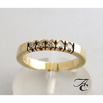 Ring with brilliantly cut diamonds