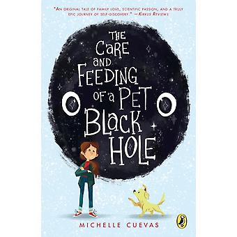رعاية وتغذية ثقب أسود الحيوانات الأليفة من قبل ميشيل كويفاس