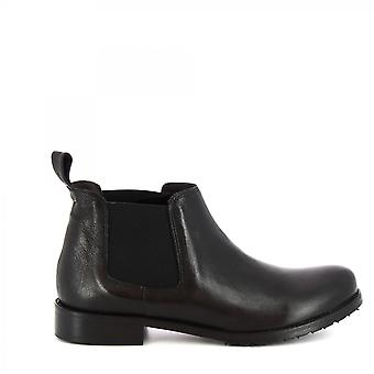 Leonardo Shoes Women's handmade classy ankle boots in black calf leather