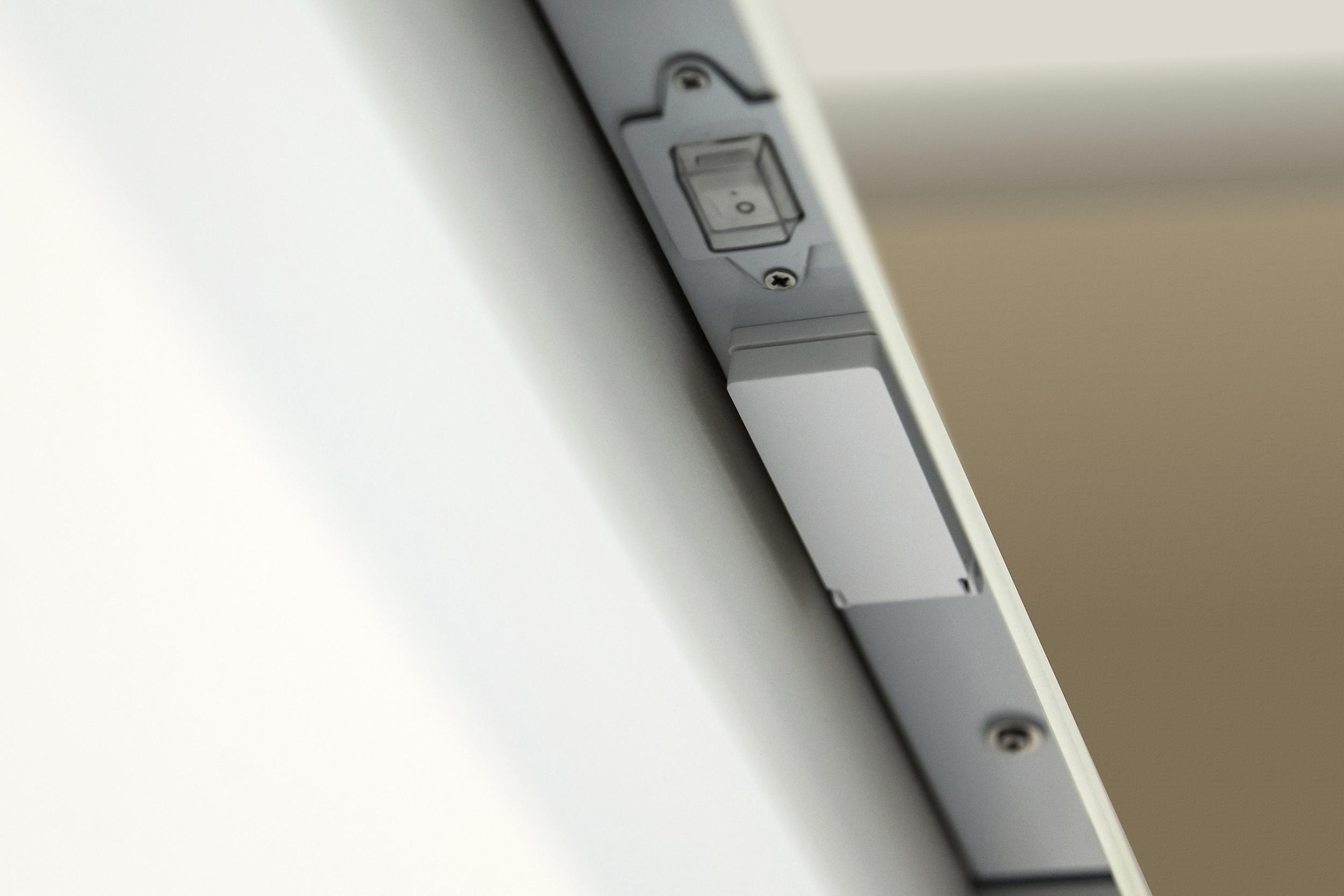 Miroir de salle de bains RGB Shaver avec capteur, shaver et demister k1015rgb