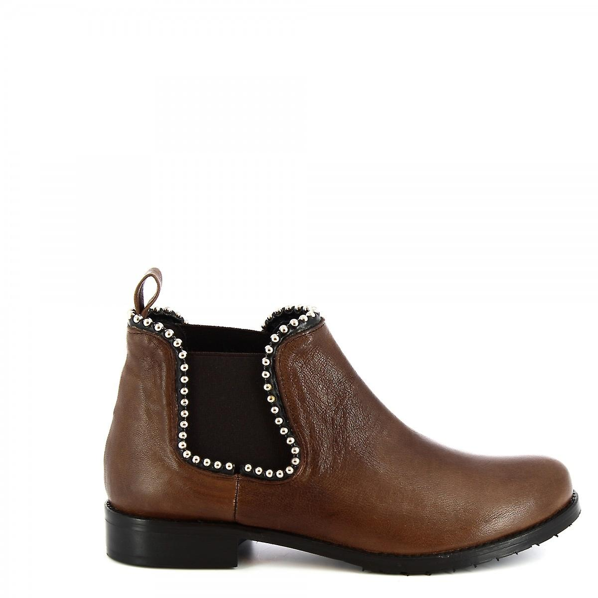 Leonardo Shoes Women's handmade studded ankle boots in dark brown calf leather 9JY5C