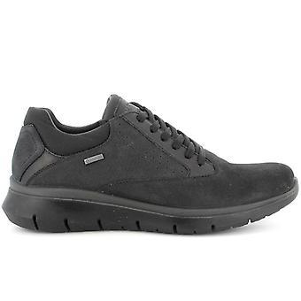 Zapato de hombre Igi&co Ermes en cuero negro con Gore-tex