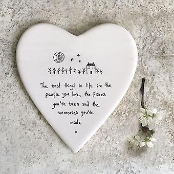 Öster om Indien porslin hjärtat Coaster 'De bästa sakerna i livet..' Gåva