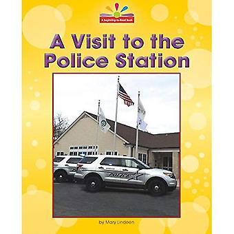 Ett besök på polisstationen (början-till-läsa, läsa och upptäcka - gemenskapen platser)