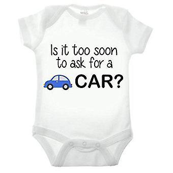 Est-il trop tôt pour demander une voiture à manches courtes babygrow