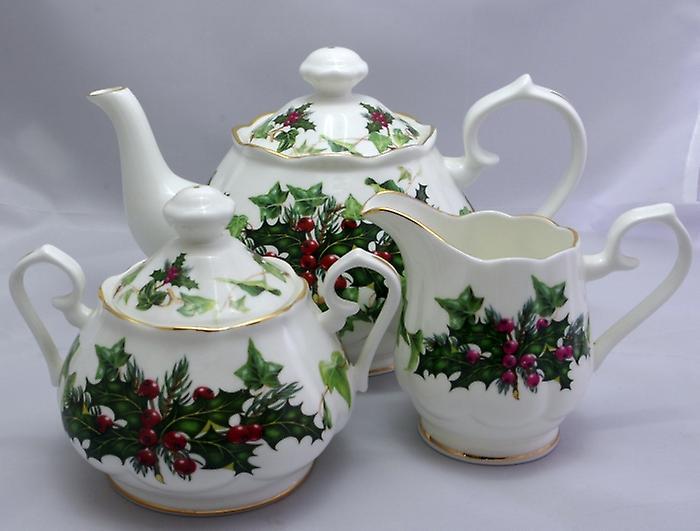 Английский чайник костяного фарфора с крем кувшин и покрыты сахара чаша