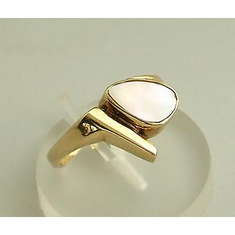 Gold ring with mother of pearl
