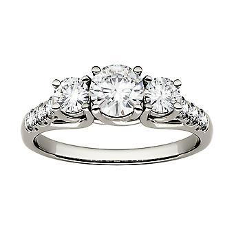 14K Witgoud moissanite door Charles & Colvard 5mm Round Trellis Three Stone Engagement Ring, 1.17cttw DEW